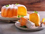 Обикновен кекс с яйца, брашно, вода и ванилия (без мляко) във форма